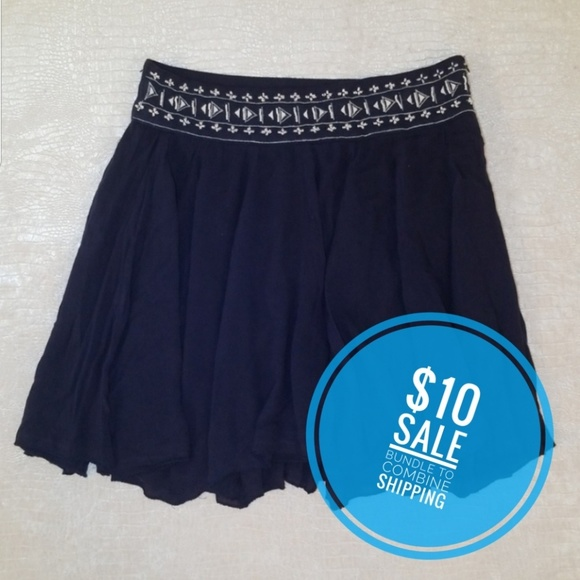 Francesca's Collections Dresses & Skirts - Francesca's Alya beaded skirt navy S